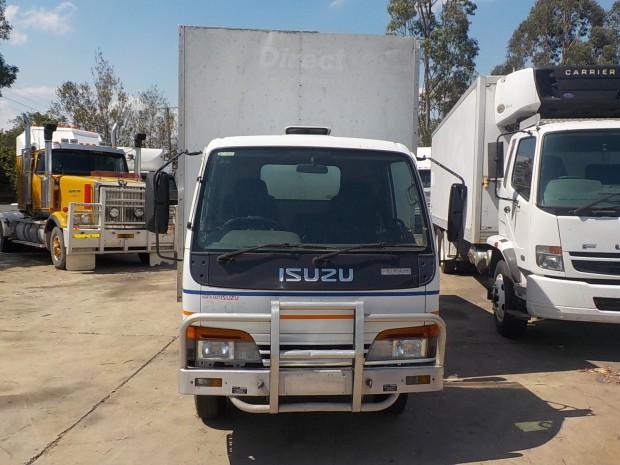 Isuzu NKR200